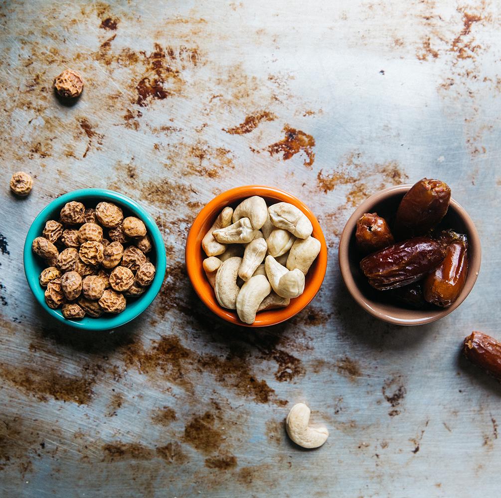 Smoothie Bowl Anleitung: in wenigen Schritten zur gesunden Smoothie Bowl! Smoothie Bowls sind gesund und halten lange satt, so bieten sie das ideale Frühstück für einen langen Tag oder einen gesunden und ausgewogenen Snack!