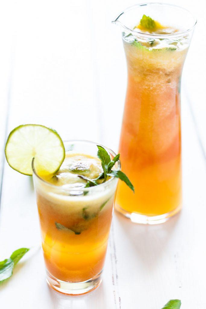 Zuckerfreier Sommer Drink mit Papaya und Ananas. Eine kühle und leckere Erfrischung im Sommer!