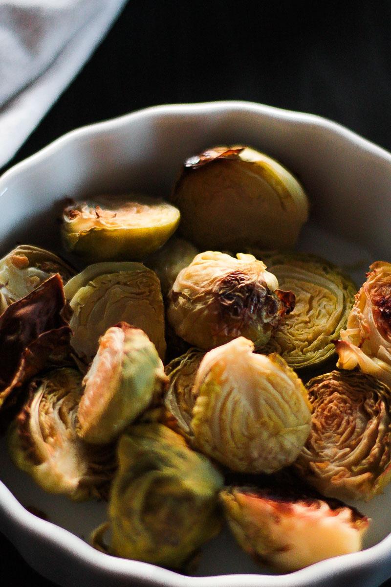 Schnelles Kurkuma Hummus als Dip zu Gemüse und als Brotaufstrich. Kurkuma Hummus ist von Natur aus glutenfrei und vegan. Ein gesunder Snack für den Hunger Zwischendurch oder für's Büro!