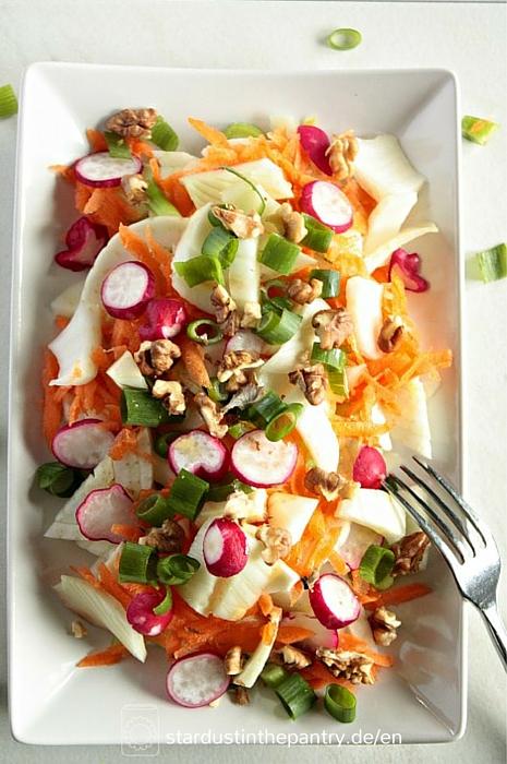 Leckerer bunter Fenchel Salat mit Walnüssen