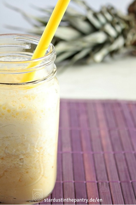 Mit diesem Ananas Smoothie mit Ingwer und Zitrone kannst die Fettverbrennung ankurbeln!