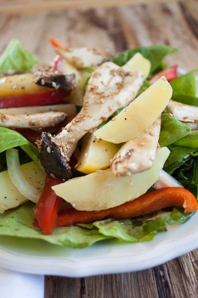 Kätuerseitlinge zubereiten für einen leckeren Spinat-Kartoffel-Salat geht ganz einfach! Kräuterseitlinge liefern viele Proteine und passen sehr gut in den Salat!