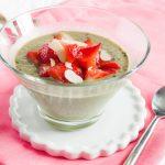 Veganer Matcha Chia Pudding ist ein leckeres und gesundes Frühstück, dass einen lange sättigt und mit vielen Proteinen versorgt!