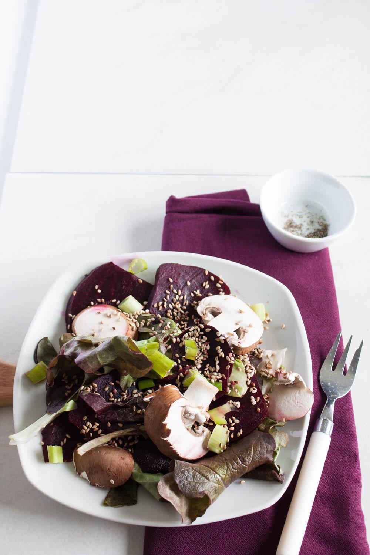 Veganer rote Beete Salat mit fruchtigem Blutorangendressing. In nur 15 Minuten fertig!