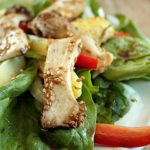 Leckerer vegetarischer Salat mit Kräuterseitlingen.