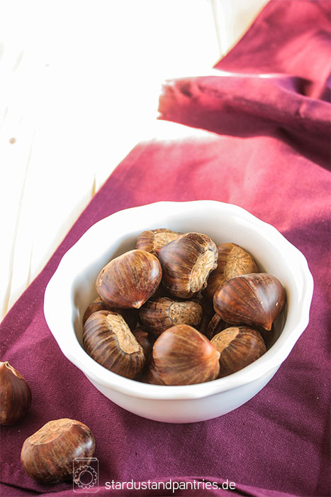Einfaches Rezept für Kastanien! Kastanien sind eine leckere Beilage zum Salat oder ein gesunder Snack für Zwischendurch! Gratis Rezeptkarte gibt es auf dem Blog zum Herunterladen!