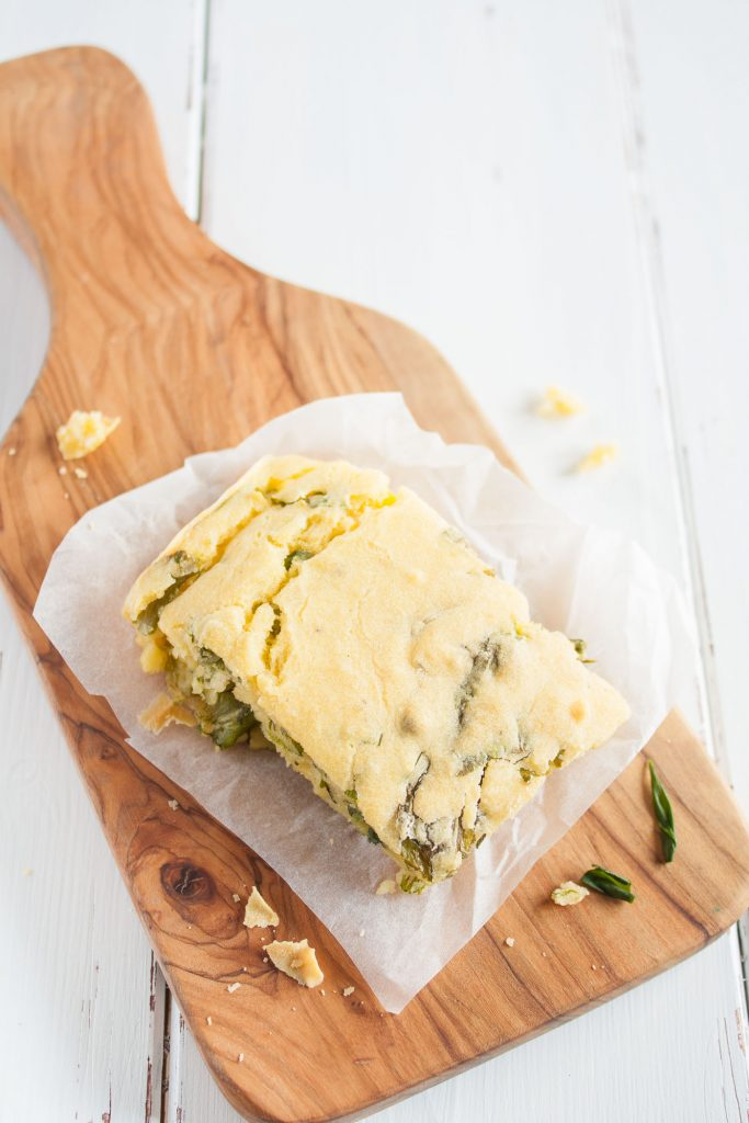 Veganes und glutenfreies Bärlauchbrot mit Maismehl. Einfaches und unkompliziertes Rezept!