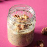 Feigen Chia Pudding lässt sich leicht am Abend vorher zubereiten und ist das perfekte Frühstück für stressige Vormittage! Es sättigt lange und ist proteinreich!