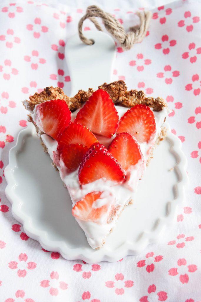 Glutenfreie Erdbeertarte mit nur 6 Zutaten! Vegan, zuckerfrei und lecker!
