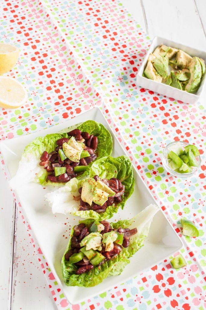 Vegane Salat Tacos mit mexikanischer Füllung sind das ideale Low Carb abendessen!
