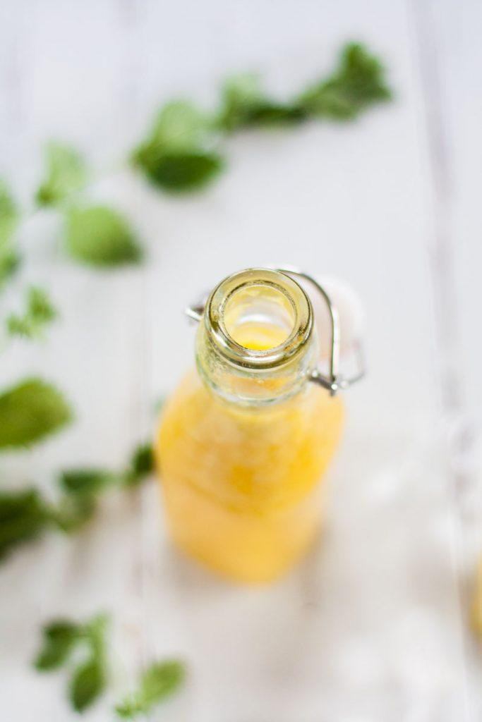 Rezept für eine zuckerfreie Ingwer Zitronen Ananas Limonade. Eine gesunde Erfrischung an heißen Sommertagen.