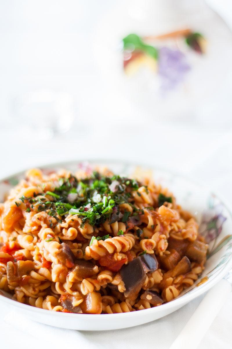 vegane und glutenfreie low carb one pot kichererbsen pasta. Black Bedroom Furniture Sets. Home Design Ideas