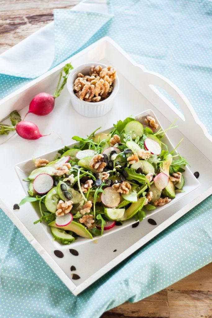 Schneller Rucola-Nuss Salat mit viel Magnesium und Zink für starke Nerven! Schnelles Abendessen, eignet sich auch super für's Büro oder Picknick! #Picknick #Saalt