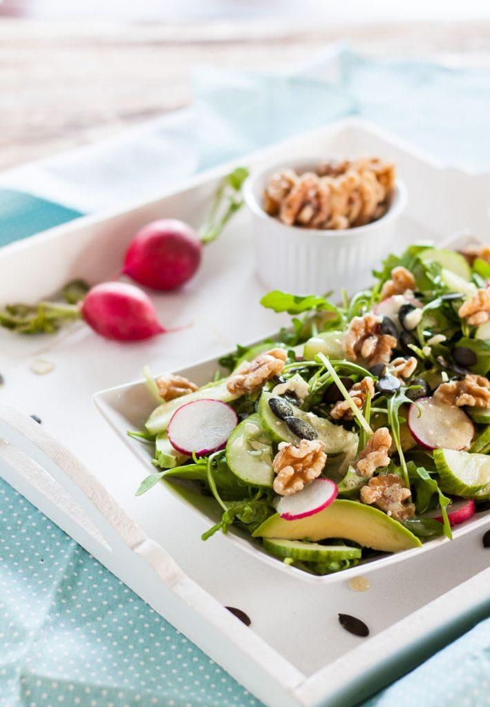 Schneller Rucola-Nuss Salat mit viel Magnesium und Zink für starke Nerven!