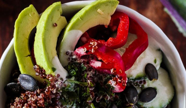 Roter Quinoa Detox Salat
