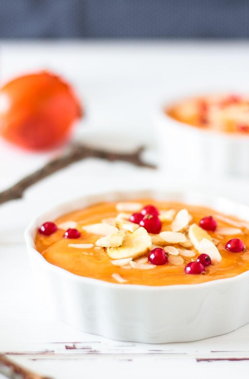 Veganes Kaki Creme Dessert für zuckerfreies Naschen! Ein schnelles und einfaches Dessert. Leckerer und gesunder Abschluss des Wiehnachtsmenüs. #vegan #Weihnachten #Dessert #Kaki