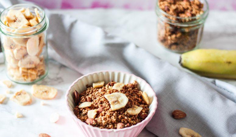 Glutenfreies und veganes Hirse Granola