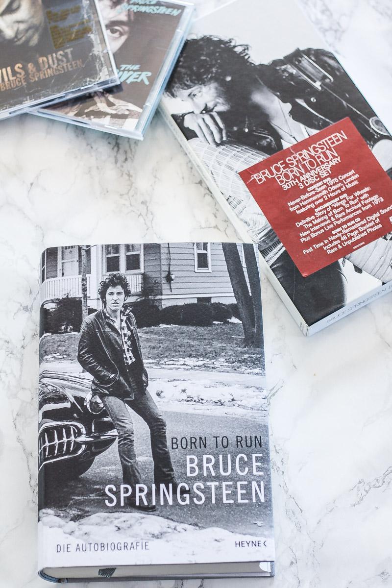 """Bloggen macht viel Spaß, ist aber auch viel Arbeit. Hier ien kleiner Einblick wie mein Samstag / """"Alltag"""" als nebenberufliche Bloggerin aussieht. #Bloggen #nebenberuflichbloggen #selbständig Bruce Springsteen Autobiography Born to run"""