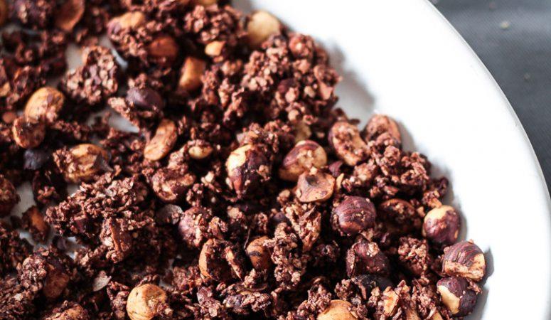 Vegan Monday – Schokoladen-Granola mit Hirse und Haselnüssen