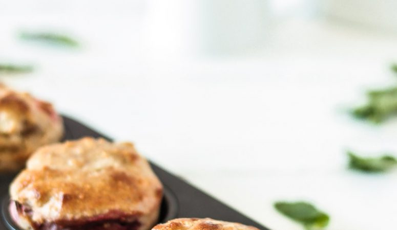 Gesunde vegane Rhabarber-Erdbeer-Muffins