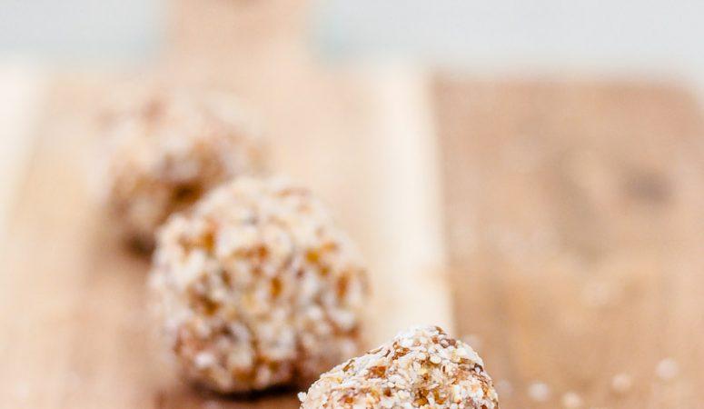 Vegane Superfood Zitronen Energy Balls für gesundes Snacken ohne schlechtes Gewissen! #Energyballs #Energiebällchen #Snack #Snacks #veganerezepte