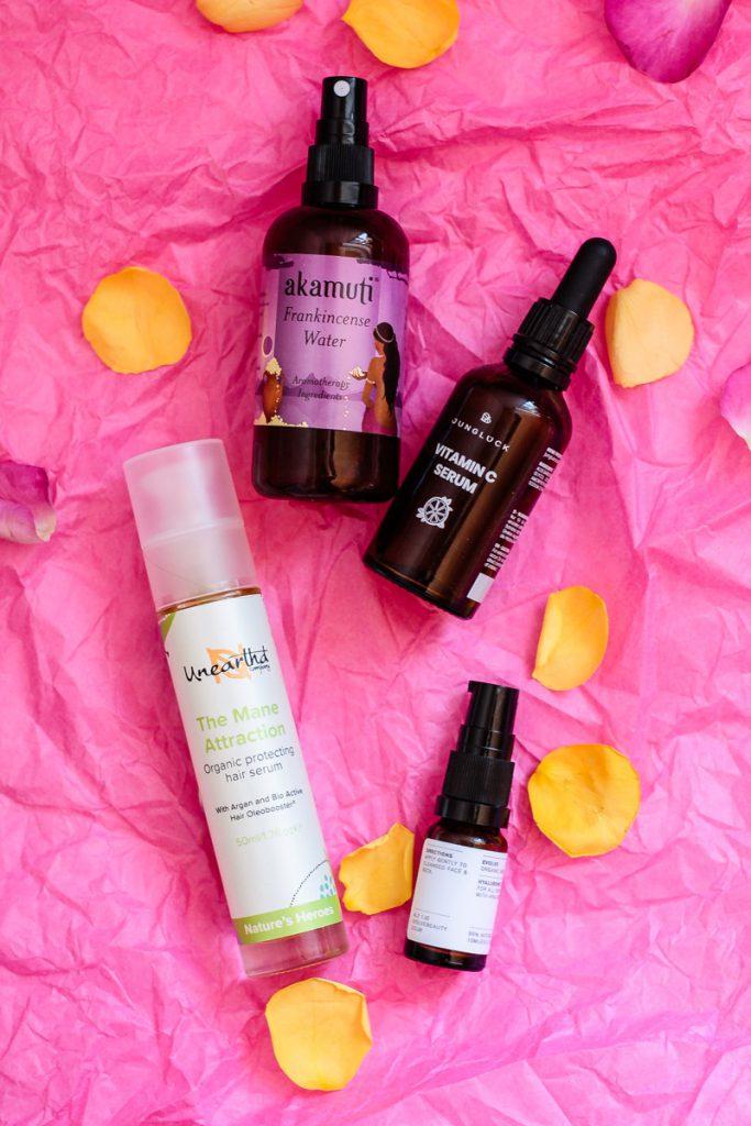 Frisch gepflegt mit den besten Naturkosmetik Produkten in den Frühling starten! Leichte Tagespflege und Haaröl für einen strahlenden Look! #Vitamincserum #naturkosmetik #kosmetik