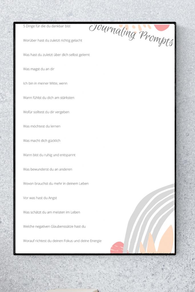 Mit Tagebuch schreiben / Journaling zu mehr Glück und Achtsamkeit im Alltag finden. Hier erfährst du Tipps, Tools und erhälst eine Journaling Prompts/ Fragen PDF! So klappt es mit dem Journaling auch im stressigen Alltag! #Journaling #Glück #Achtsamkeit