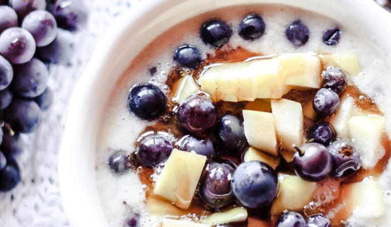 Veganes gesund Frühstück: Fruit Cereals ganz ohne Zucker, mit viel Obst und vielen Vitaminen!