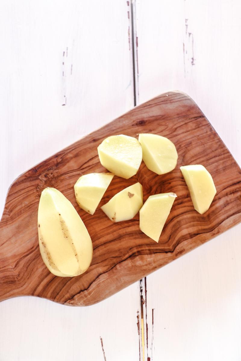 Einfacher Kartoffelsalat ohne Mayo mit Rosenkohl und Birnen. Gesund, lecker, schnell!